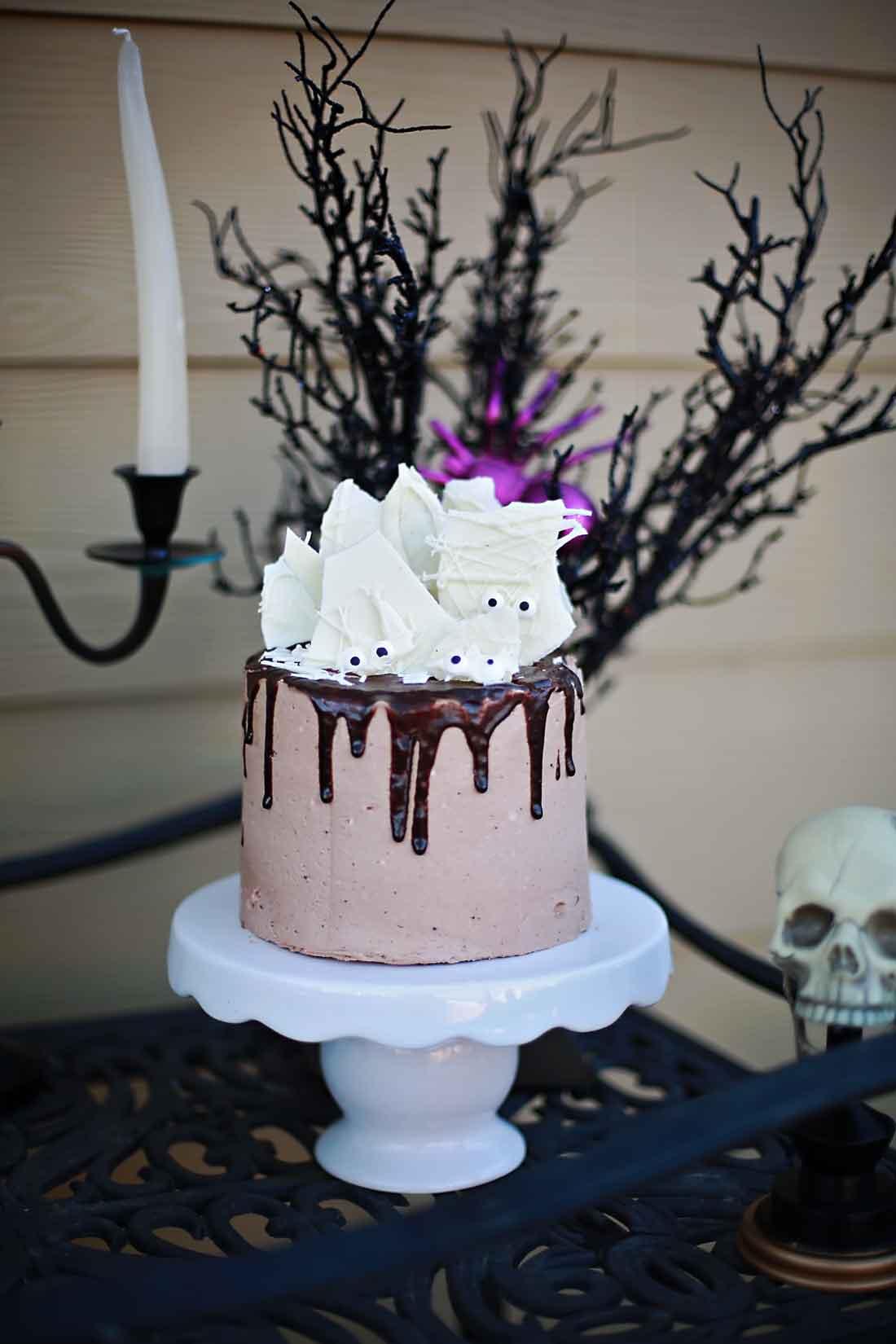 Scream Cheese Chocolate Cake tutuorial with video!
