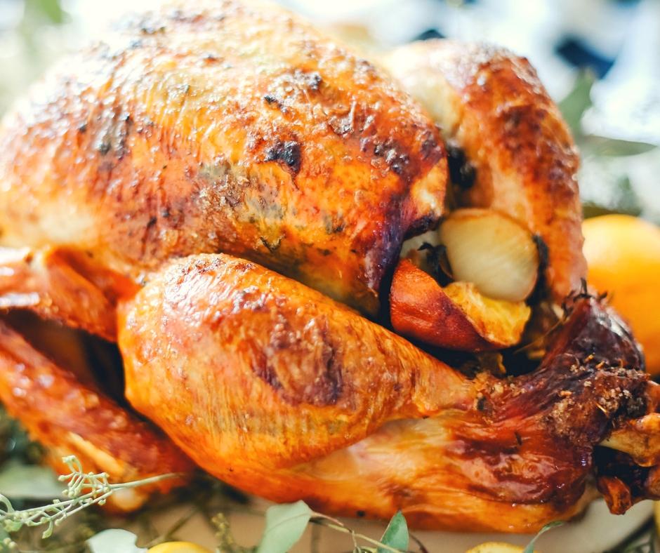 THE BEST TURKEY RECIPE EVER! Wow this turkey is amazing and super easy to make! #ThanksgivingTurkey #TurkeyRecipe