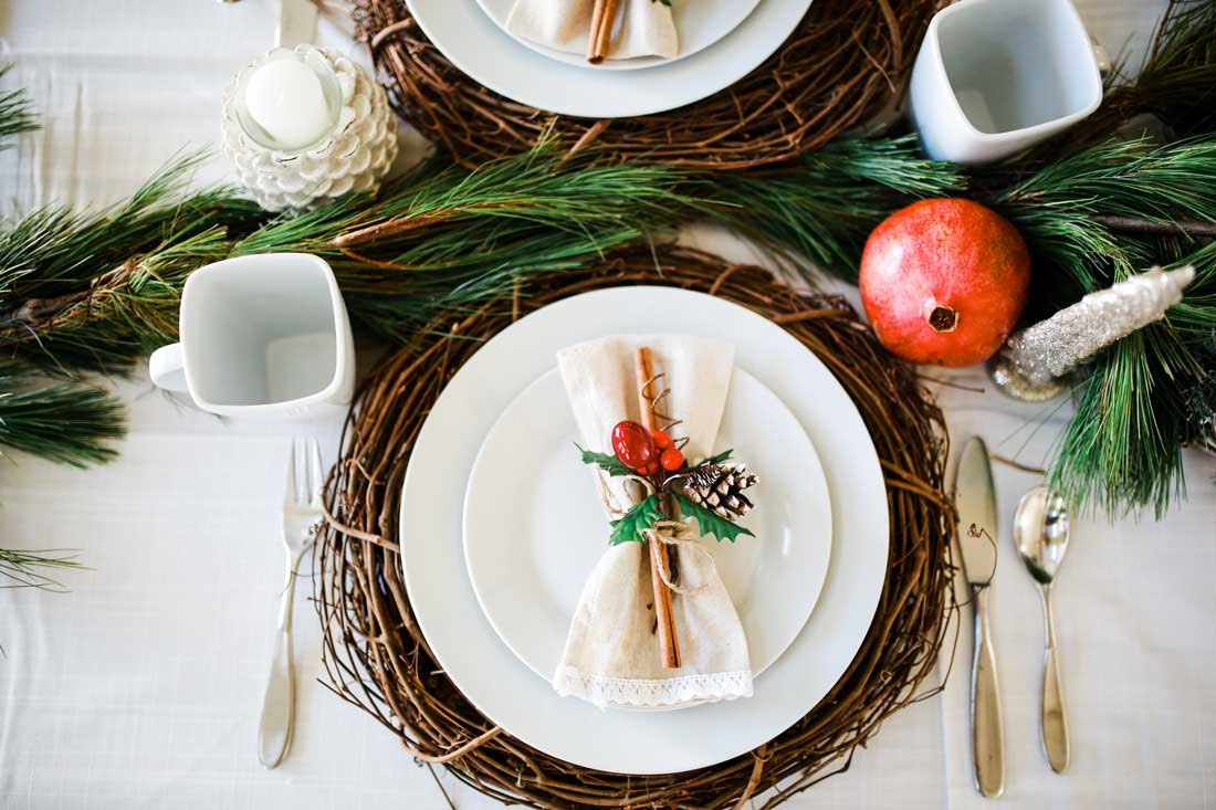 Charming Easy And Simplistic Beautiful Woodland Christmas Tablescape Table Decor.